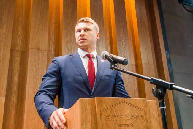 Выступление начальника штаба Юнармии России Дмитрия Труненкова на слете поисковиков