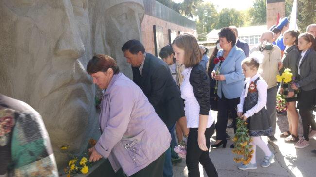Возложение цветов к Мемориалу Славы