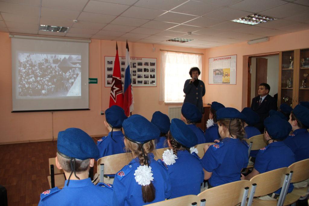 Выступление В. Свириденко перед юнармейцами