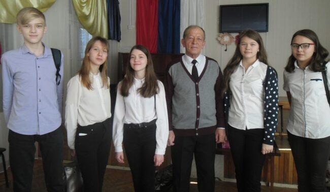 Ф.И. Кастрюлин и члены Поискового отряда «Патриот»