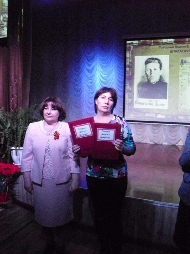 Вручение документов родственникам погибших в плену солдат