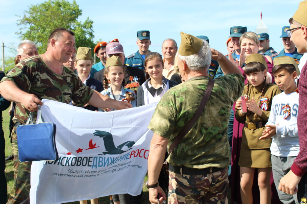 Вручение флага отряду Поиск