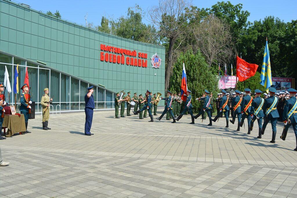Отдание воинских почестей воину