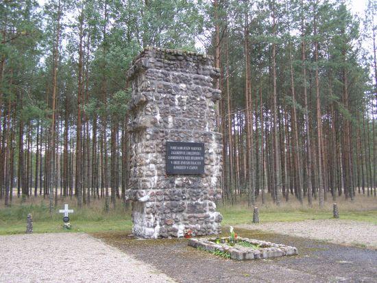 Мемориал на братском захоронении в Чарне