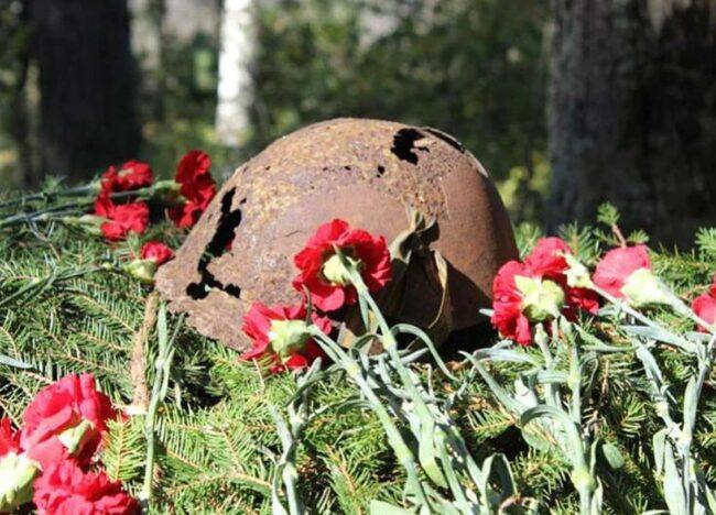 Каска воина с цветами