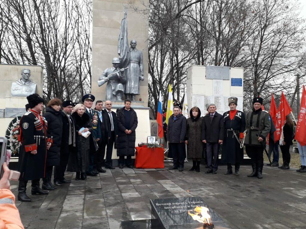 Общее фото возле мемориала