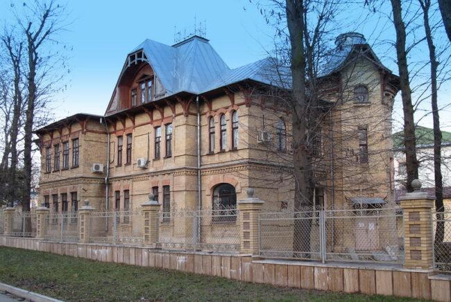 Здание, где были найдены фотографии
