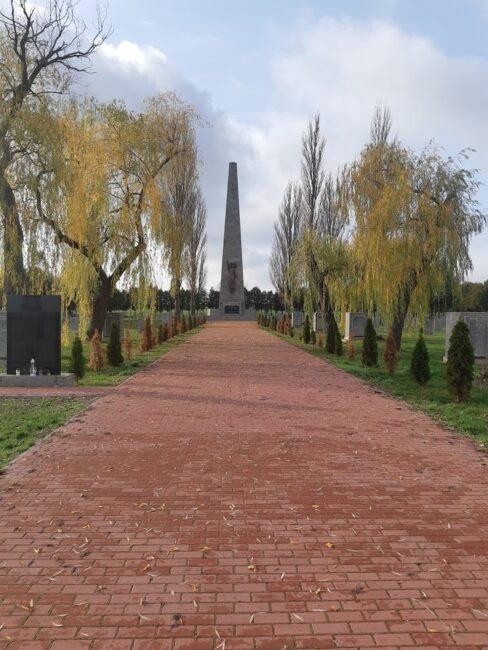 Братское кладбище советских воинов в Цыбинке, Польша