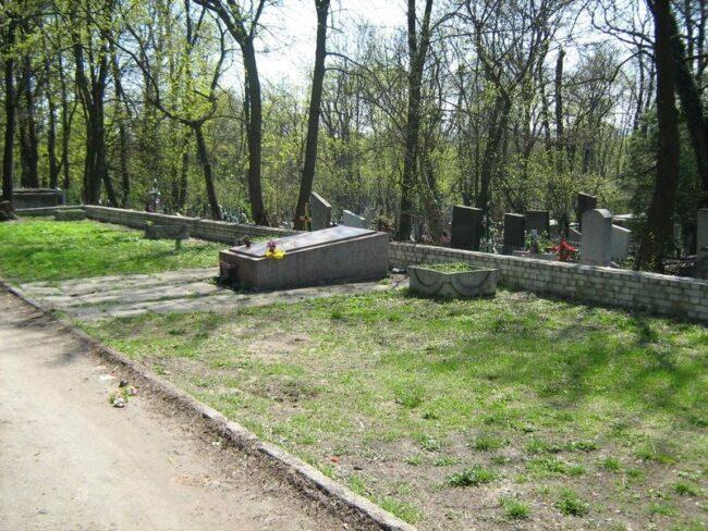 Братское захоронение на кладбище города Львов