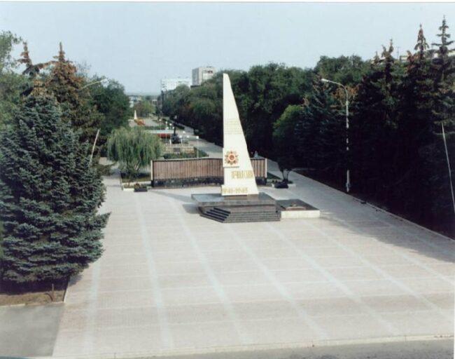 Памятник погибшим советским солдатам