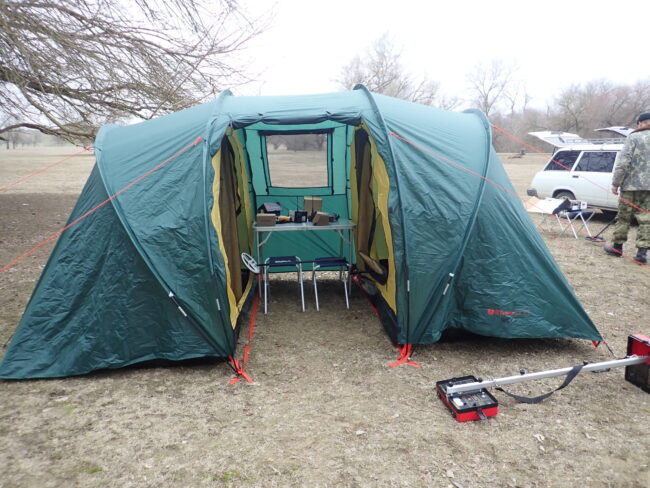 Палатка поисковиков